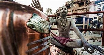 Bộ tộc khỏa thân và tục lệ ăn thịt người, dùng sọ làm cốc