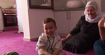 Ngỡ ngàng bé 3 tuổi nói lưu loát tiếng Anh dù chưa từng tiếp xúc