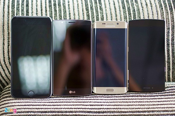 Bphone so màn hình với LG G4, Galaxy S6 Edge, iPhone 6 Plus