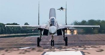 """Chiến đấu cơ Su-30MKI """"làm thịt"""" dễ dàng siêu cơ Typhoon"""