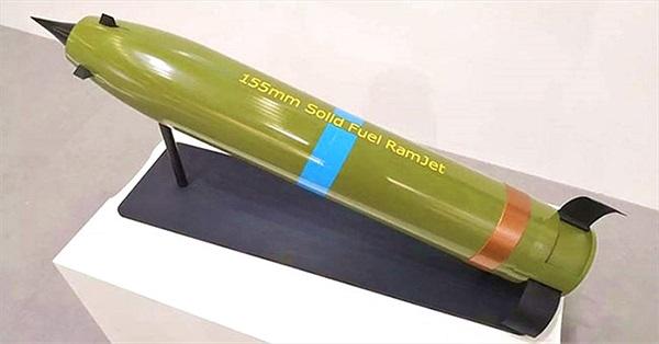 Đạn pháo sử dụng động cơ phản dòng thẳng 