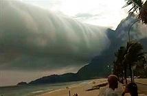 """Đám mây """"tận thế"""" trải dài hàng trăm km khiến người dân hãi hùng"""