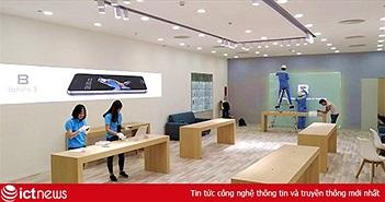 Người dùng được trải nghiệm Bphone 3 tại showroom Royal City ngay sau lễ ra mắt ngày 10/10