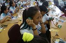 TP.HCM: Học sinh tập làm tai nghe từ phế liệu