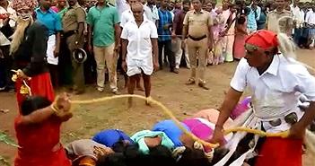 """Người phụ nữ tình nguyện bị đánh đập vì điều quái gở """"dị""""..."""