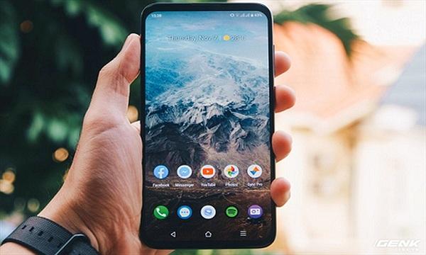 Smartphone Việt được nhiều người mua đến độ cháy hàng