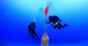 Tàu ma 1.800 tuổi chở kho báu xuất hiện gần bờ biền Hy Lạp