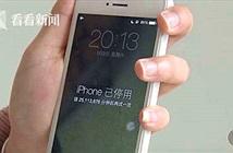 Con nghịch điện thoại, iPhone của mẹ bị khóa 47 năm