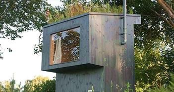 Nhà vệ sinh dùng phân để trồng hoa trên mái, rồi dẫn hương hoa vào cho người đang ngồi bên trong ngửi