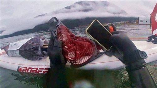 """Iphone 11 vẫn """"khỏe re"""" sau 6 tháng chìm dưới hồ nước"""