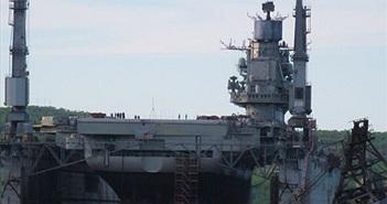 Lộ ảnh tàu sân bay Kuznetsov Nga đang nằm ổ