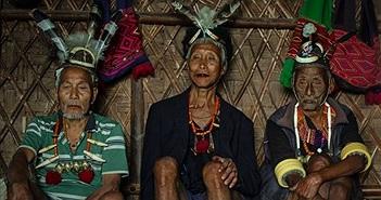 Chuyện kinh dị về bộ tộc diễu đầu người quanh làng