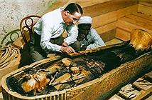 Khoảnh khắc vàng lúc mở quan tài vua Tutankhamun