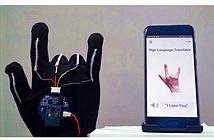Găng tay giúp biến ngôn ngữ ký hiệu thành giọng nói