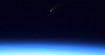 Ảnh chụp sao chổi rực sáng tuyệt đẹp từ trạm vũ trụ