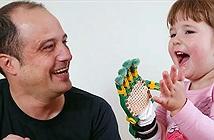 Người kỹ sư mang đôi tay đến cho những trẻ em khuyết tật