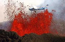 Lái máy bay qua núi lửa phun trào