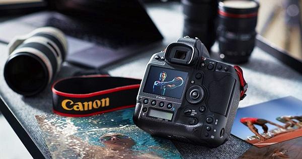 Canon ra mắt máy ảnh full-frame đầu tiên có khả năng quay 4K không crop