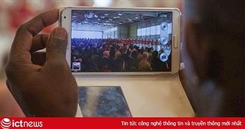 Chụp một tấm selfie giữa lúc diễn tập, anh tân binh phải nhận một bài học cả đời không quên