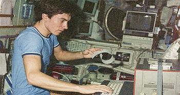 """Phi hành gia số """"nhọ"""" nhất thế giới: Bị bỏ rơi ngoài vũ trụ suốt 311 ngày!"""