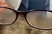 Cách đeo khẩu trang không bị mờ kính