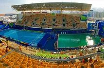 Nước bể bơi ở Olympic có màu xanh kì lạ