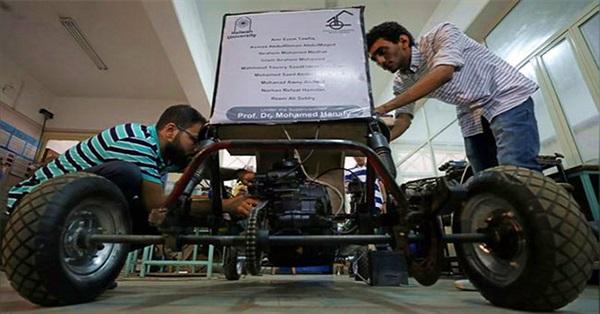 Nhóm sinh viên Ai Cập tự thiết kế xe chạy bằng không khí cho nó tiết kiệm