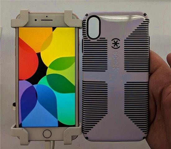 Ảnh ốp lưng iPhone Xs Max và iPhone 9 tiết lộ gì về iPhone mới?