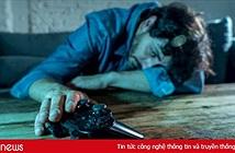 Khoa học vừa chứng minh: Nam giới sống nội tâm, hay khóc thầm thường hay nghiện game