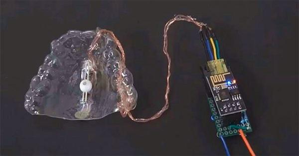Thiết bị giúp điều khiển máy tính bằng lưỡi