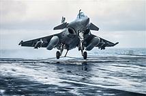 Xem siêu tiêm kích Rafale M của Pháp hạ cánh trên tàu sân bay