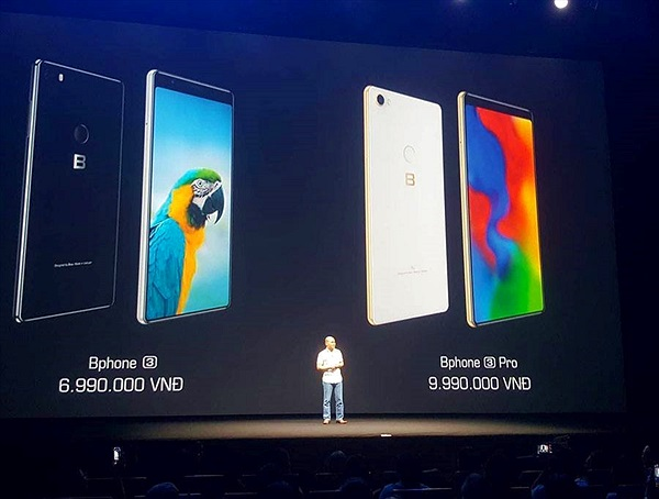 CEO Nguyễn Tử Quảng công bố giá bán của Bphone 3 và 3 Pro