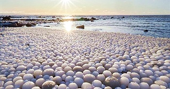 Sự thực bất ngờ sau hiện tượng biển đẻ trứng băng kỳ diệu