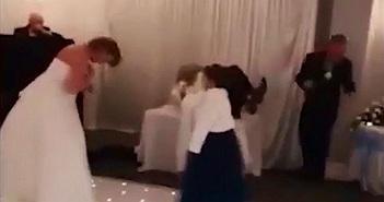 Bạn gái cũ của chú rể xông vào đám cưới đánh cô dâu gây xôn xao