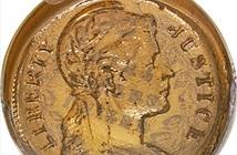 Đồng xu thủy tinh từ Thế chiến II trị giá hơn 70.000 USD