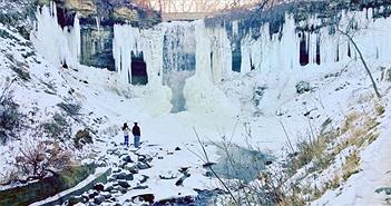 Những thác nước đóng băng trong mùa đông lạnh kỷ lục ở Mỹ