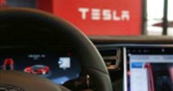 Tesla sắp tung công nghệ giúp xe tự chạy theo chủ như thú cưng