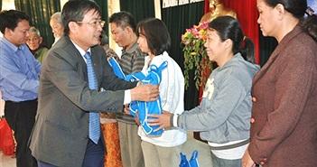 VinaPhone 3 tặng quà Tết cho người nghèo tại Đà Nẵng