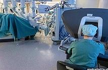 Người phụ nữ đầu tiên sinh con nhờ cấy ghép tử cung bằng robot