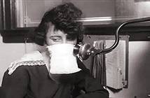 Vì sao các công ty cầu xin khách hàng hạn chế dùng điện thoại trong đợt cách ly xã hội 102 năm trước?