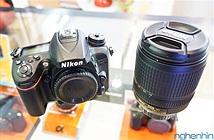 Mở hộp máy ảnh DSLR Nikon D7200 đầu tiên tại Việt Nam, giá 27 triệu đồng