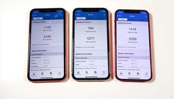 """iPhone XR mạnh hơn """"đàn em"""" ở bản cập nhật iOS 14.5.1"""