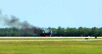 """Mỹ tiết lộ lý do siêu phi cơ F-35 bị """"nướng chín"""" khi đang cất cánh"""