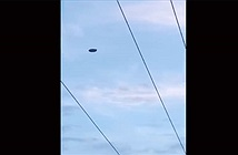 UFO bay lơ lửng gần căn cứ hải quân ở Australia