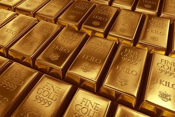 Đi bộ vấp phải vàng, người đàn ông phát hiện thêm điều bàng hoàng...