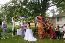 """Chết cười đám cưới với phù dâu… """"khủng long bạo chúa"""""""