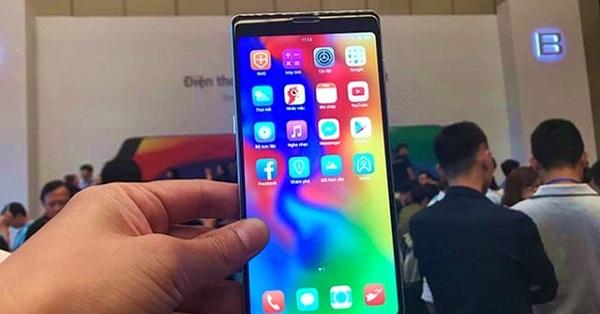 """Bphone 3 liệu có """"sứt đầu mẻ chán"""" khi đối đầu với các smartphone này?"""