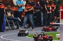 Vật cản động xuất hiện trong cuộc thi lập trình xe tự hành quốc tế do VN tổ chức