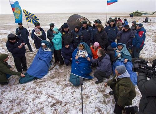 Tàu Soyuz mang 3 phi hành gia trở về Trái đất an toàn