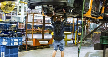 Ford thử nghiệm khung xương cơ khí biến công nhân thành... siêu nhân